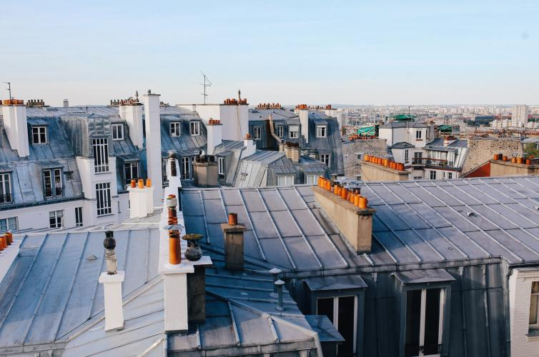 Comment monter sur le toit d'un immeuble ?