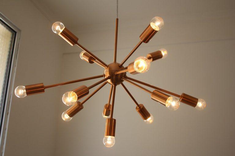 Comment installer un ventilateur ou lustre au plafond ?